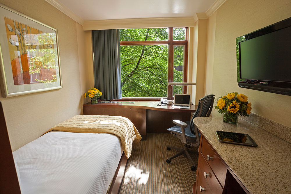 Standard Rooms Low Cost And Confortable In The Center Of: Hotel Suites In Chicago, Luxury Hotel Amenities